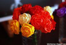 Kwiaty / Flowers / Kwiaty handmade, wykonane różnymi technikami i z użyciem wielorakich materiałów (bibuła, papier, materiał)