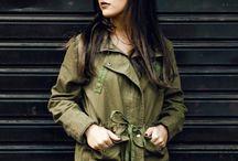 Parka / A peça tem influência militar costuma ter vários bolsos, podendo ter capuz ou não, e consegue dar um toque de personalidade para o look.