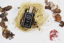Singular Oud by UrbanScents / The encounter of warm classic, oriental notes of saffron, incense and patchouli and the freshness of green fig and Laotian oud is a vibrant liaison of the mystique of the orient and the modernism of the occident