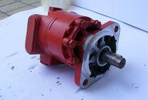 Gear pump spray coating