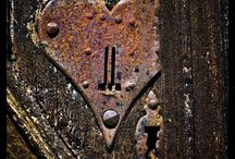 Art(to create) ..all things old or rustic / Doors and knobs, scales, books, keys...