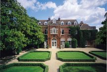 Wedding Fair @ Littleton Park House in Shepperton Film Studios - 5th March 2017 / This unique and exquisite Manor House in Surrey dates back to the 17th Century and now nestles in the heart of one of Britain's most famous film studios. So if it's glamour you are after, visit this wedding fair to see around 30 of the area's finest wedding suppliers. Bridal fashion shows are at 12.30pm and 2.30pm across the black and white marbled entrance hall (and next to a Bafta!). See you there!!