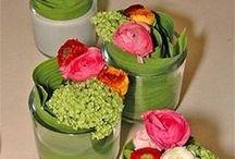 bord og blomster dekorasjoner