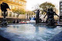 Plaza de la Fundación D.F. México  / Muy próxima al Zócalo Capitalino de la Ciudad de México, la Plaza de la Fundación es un interesante espacio escultórico en el cual se hace un homenaje a los primeros pobladores aztecas, quienes se establecieron en un islote del lago de Anáhuac, donde comenzó la historia de la famosa ciudad de México-Tenochtitlán desde los primeros años del siglo XIII.