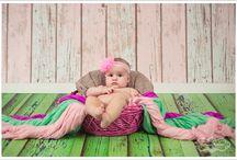 Sedinte foto copii / Timpul trece ametitor de repede iar cei mici cresc intr-un ritm alert. O fotografie frumoasă poate fi pretuita toata viata, este o investitie care ajuta la pastrarea amintiritor de familie. Fie ca sunteti in cautarea unui tablou, album deosebit sau imagini digitale, ne straduim sa cream fotografia perfecta, special conceputa pentru casa ta.