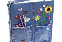 carpeta de jeans y otros objetos