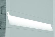 Segnapasso da incasso per esterno / Il  segnapasso per cappotto di Eleni è un sistema innovativo di integrazione della luce nella facciata della casa.    Il profilo di illuminazione diventa parte integrante della facciata.Il  segnapasso Eleni è costituito da una sagoma in EPS, ovvero polistirene espanso isolante (grezzo oppure resinato nel caso del modello EL2104) che viene inserito a filo muro con il cappotto.