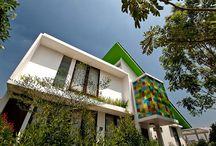 rumah balkon pelangi
