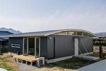 施工例18lソラマド香川 / 香川県内で建てたソラマドの家の写真です。 お洒落で、わくわくして、人とは違った家を建てたい、もちろんローコストで…。 私たちは、そんな住宅をたくさん実現してきました。 お客様のお好みのテイストはもちろん、ライフスタイルに合わせた、快適で心地良いオンリーワンの住まいをご覧ください。 <Works18> 香川県高松市 家族構成:夫婦 延床面積:86.12m²