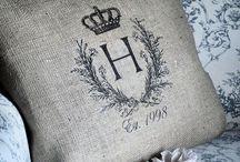 A Cushions, Linen, Blankets