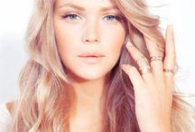 Simple Beauty / Włosy, paznokcie, makijaże