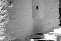 La Grèce en Noir et Blanc / En Grèce, la lumière sublime les couleurs mais aussi les contrastes. Découvrez la comme vous ne l'avez peut-être jamais vue, en noir et blanc !