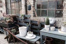 Draußen vor unserem Laden / Dekoration für Hof und Garten