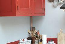 Realizace Interieru Kuchyň I / Dodávka kuchyně je včetně: - práce designéra v místě realizace (zaměření, poradenství, návrh spotřebičů, doplňků pro vytvoření dokonalé atmosféry francouzské kuchyně - 3D návrhu interiéru - výroba vzorku s požadovaným povrchem (drásaný či hladký povrch, barva, patina apod.) - výroba kuchyně (v továrně našich francouzských dodavatelů nebo našimi uměleckými truhláři) - kompletní instalace v místě realizace - Záruka na námi vyrobené kuchyně je 5 let.