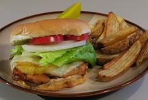 Burgers & Sandwiches / by Jutta Hueneka