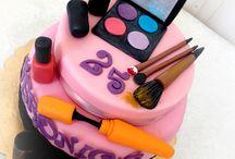 Fashion & Make Up Cake / Ombretti, fondotinta, blush, smalto e mascara non hanno segreti per lei, ma quando si parla di dolci la nostra festeggiata e chi le ha regalato questa fantastica torta ha scelto Torte Amore & Fantasia! Per una Fashion Make Up Cake!