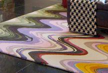 La Couleur  |  Inspiration Design / La couleur possède un pouvoir énorme en design. En plus d'avoir la faculté de transformer une ambiance, elle modifie la perspective de la pièce et influence même notre moral. Les sensations qu'on aime retrouver dans une pièce dépendent beaucoup des couleurs qui l'habillent, que ce soit sur les murs, l'ameublement ou les accessoires décoratifs.