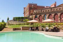 """San Ruffino Resort / Es ist wie ein verwunschenes Schloss, diese Villa aus dem 17. Jh., umgeben von einem großen Park mit Pool, auf einem Hügel gelegen und wunderbaren Blick auf die pisanische Hügellandschaft, bishin nach Volterra ... ein wunderbarer Rückzugsort zum Relaxen - und natürlich auch ein Domizil für GenussTouren von """"Umbria mia""""!"""
