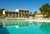 Résidence Corse - Perla d'Isula & Perla Marina / 2 résidences en bord de mer, en Corse.  A proximité de Bastia, avec piscine extérieure chauffée, et animations en juillet et aout. Accès direct à la plage.