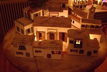 Σπιτάκια / Σπιτάκια διαστάσεων 30Χ20Χ25 εκ., περίπου, με κεραμίδια από πηλό. Δημιουργίες της Λίας Μουχτάρη