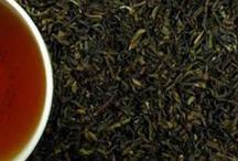 Ronnefeldt Tea / Passione per il tè da quasi 200 anni. I tè Ronnefeldt provengono dalle piantagioni più pregiate in Sri Lanka, Darjeeling, Assam, Giappone e Cina. Accuratezza nella raccolta, nel trattamento, nella conservazione e nella preparazione, Ronnefeldt è sinonimo di produzione ortodossa del tè: lavorazione e sensibilità artigianali, esperienza e limitato uso delle macchine. Le foglie del tè raccolte a mano dalla pianta nei migliori periodi dell'anno vengono lavorate con cura e riguardo.