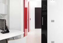 Syntesis Collection by Eclisse / Ideal for those who love minimal interior design, the new Syntesis Collection by Eclisse includes sliding systems and hinged doors without external finishes such as jambs, architraves and frames. The door is hidden, adapting perfectly to the wall.  Total integration with the wall allows to create customized configurations with a high aesthetic impact. The new Syntesis Collection includes three solutions which combine classy look, strength and practicality. Discover the full range of #Flushdoors