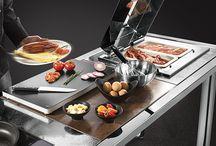 La Tavola / La Tavola je přední italský designer, vývojář a prodejce vysoce kvalitního nádobí pro profesionální gastronomii na celém světě. Bratři Giulio a Sergio Sambonet jsou 100% vlastníky společnosti. La Tavola nejen prodává krásné výrobky, ale také je navrhuje, projektuje a vytváří. Italská kreativa, 200 let zkušeností a profesionální tým odborníků jsou jádrem úspěšného vývoje produktů.