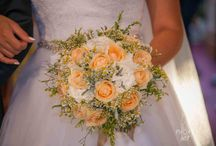 Rustic orange summer wedding in Greece / Peach and white rustic wedding decoration and bouquet