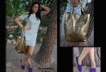 Complementos Otoño /  Beatriz combina un vestido de rayas, tendencia de este otoño, con alpargatas violetas y bolso dorado, ambos complementos en piel de La Auténtica Safari. Nos encanta!!