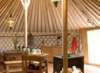 Yurt / Ger / Unieke ronde tenten uit Mongolië, volledig ingericht op unieke, kleinschalige plekjes in Europa. De Yurts, ook wel Gers genoemd, zijn gemaakt met houten frame, vilt voor de isolatie en een canvas buitendoek. Centraal in de Yurt/Ger staat een houtkachel, die tegelijkertijd als fornuis dient.  Verder zijn de yurts / gers voorzien van vloeren en ingericht met bedden, tafel, stoelen, keukeninventaris en sfeervolle accessoires voor een aangenaam verblijf. www.luxetent.nl