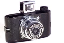 Coronet / Coronet was formed around 1926 by F. W. Pettifer in Aston, Birmingham and mainly manufactured large numbers of cheap box and folding cameras. (Camerapedia)
