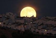 Súper Lunas en Verano / Este pasado sábado 12 de julio pudimos disfrutar de la primera súper luna del verano y el 10 de agosto y 9 de septiembre nos vuelve a esperar otra luna mágica. Busca el sitio ideal para disfrutar este espectáculo en familia.