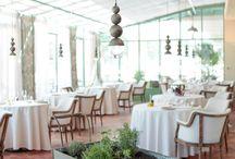 Restauration - Le Jardin de Benjamin / C'est le point d'orgue de l'expérience gourmande du domaine où les légumes, herbes et fleurs de notre potager seront mis à l'honneur.  Plus qu'un repas,c'est un véritable voyage de saveurs aux mises en scène surprenantes. Aux beaux jours, la terrasse à l'ombre des oliviers est une vraie invitation à prendre son temps. A l'intérieur, dans un nouveau décor néoclassique, vous  pourrez vous installer au choix sous la verrière inondée de lumière ou dans les salons aux ambiances des plus chaleureuses.