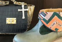 Promos $700 cartera Liberte, zapatos #indinashoes $1500
