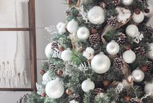 Christmas Tree and Decor Inspiration / It's beginning to look a lot like Christmas! Create beautiful decor to celebrate the season.