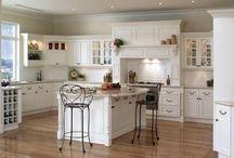 Meble angielskie do salonu i kuchni / Meble w angielskim stylu łączą klasyczną elegancję z przytulnym charterem. Dzięki nim salon i kuchnia zyskają wytworny, a zarazem bardzo domowy klimat: http://mebleportal.pl/style-i-aranzacje/0/340/meble-angielskie-do-salonu-i-kuchni.html