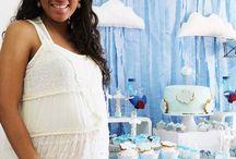 Babyshower Aviões / Foi entre amigos e familiares que preparamos o baby shower do Miguel. Uma celebração em tons azul bebe e branco para celebrar a vinda do novo bebé. Fizemos a mesa do bolo e doces simples como a mama pediu, e enchemo-la de pormenores amorosos. Porque nem só em mesas comuns, se fazem festas bonitas... E ficou lindo não concordam?! :)