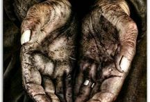 HANDS OF A DIFFICULT LIFE