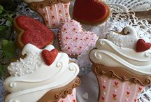 valentines Day cupcakes and cookie