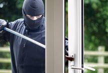 La seguridad en nuestra casa / Evitar robos en casa es muy fácil: con ventanas (no bajes las persianas del todo) y puertas de aluminio con dos puntos de cierre