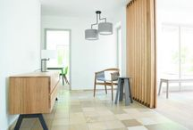 Zeitraum / In de collectie van het Duitse merk Zeitraum vind je meubels die je interieur absoluut een boost geven. Dit merk produceert schitterende massief houten meubels. Deze meubels denken door hun flexibiliteit graag met je mee en zijn hartstikke praktisch. Door de vrij minimalistische ontwerpen misstaan ze eigenlijk in geen enkele ruimte.