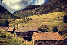 El Camí del Sol / El Camí del Sol és una travessa circular de dues etapes que uneix el Refugi d'Estaon amb el Refugi de la Pleta del Prat. Un recorregut per una de les valls més boniques de la Vall de Cardós, que transcorre en la seva totalitat per dins el Parc Natural de l'Alt Pirineu. Passarem per antics poblats de bordes ramaderes, per estanys d'alta muntanya, pel cim del Campirme, per boscos d'avets i pins i gaudirem d'unes vistes panoràmiques impressionants.