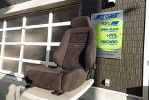 RECARO  D-355(ダークブラウン)左座席仕様 / このシリーズが当時のドイツ本国で エルゴメドといわれたシリーズの ボトムエンドモデルです。 わき腹調整無し、前側座面高さ調整 手動式レバーありです。座面後方高さ調整と エアランバー電動サポートが上下2段が 標準です。外レールが適してはおります。 内レールですと、レールロックシステムの ほかにD(Sのつかないすべてのモデルは) モデルは決定的な障害がありますので ご注意ください。