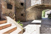 Meravigliosa Umbria segreta / Fuori dai circuiti di massa, nell'Umbria meridionale c'è un piccolo accastellamento medievale ancora fuori dal tempo. eremo perfetto per soggiorni rilassanti e romantici, ma anche ottima base per vistare le magnifiche città Umbre, Spoleto è a 10 minuti di strada, e le meraviglie naturali del Cuore Verde d'Italia. https://www.facebook.com/messenano/