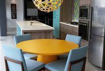 Pendentes para cozinha / Além de funcional, o pendente para cozinha também é um excelente item decorativo e proporciona mais charme e personalidade ao ambiente!