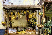 Cesti di fiori, frutta e verdura