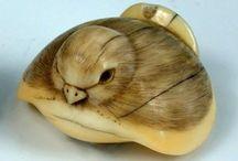 Netsuke / Carved bone, Ivory or wooden netsuke.