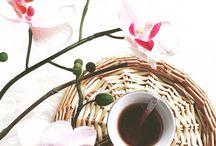 Çiçekler gibi bir hafta olsun!  / Haftaya dinç ve güzel başlamanın en iyi yolu bir kahveden geçer.. Kahvenizi yudumlardan kokusuyla ruhunuza hayat verecek çiçekleride eksik etmeyin!  #esçiçek #escicekcom #çokyakında #sayılıgünler #çiçekTasarım #haftabaşı #pazartesi #ilkişgünü #mutluhaftalar