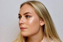 Makeuptutorials / Videoer, der guider dig til nemt at lægge den perfekte makeup og diverse trendy og brugbare looks.