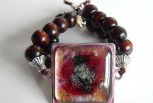 Glass bracelets/ Üveg karkötők / Unique, #handmade #bracelets made of #glass and wood #beads www.ayaglass.hu